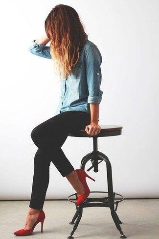 Pinterest Cette chemise en jean aux manches remontées vient donner un coté plus cool à la tenue très féminine avec le skinny et les escarpins rouges