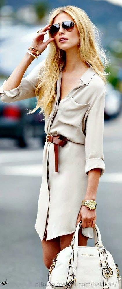 Muchison-Hume.com Cette robe-chemise casual est féminisée par la ceinture en cuir, les bijoux, la montre et les lunettes de soleil qui lui donnent su sérieux.