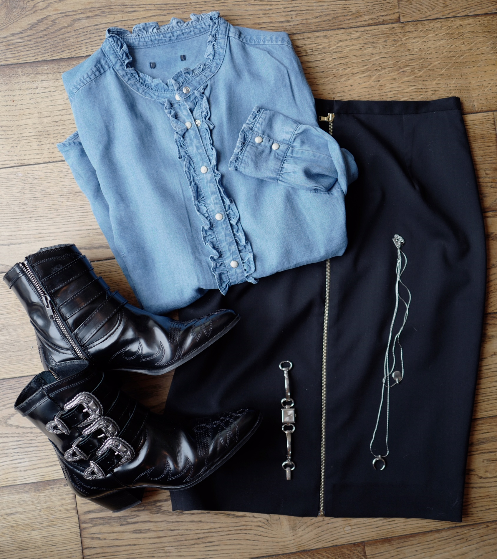 Chemise Kiabi, Jupe Pablo, Boots The Kooples, collier Free People, montre Gucci, blog mode